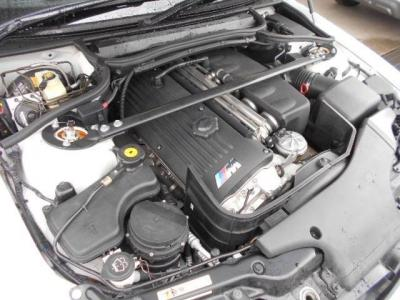 3.2L直列6気筒DOHCのS54型エンジン、最大343馬力/最大トルク37.2kgf・m(カタログ値)アイドリング時の振動が車好きにはたまりません。