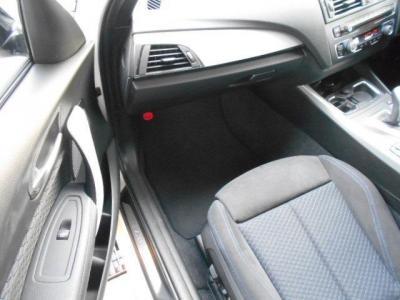 助手席も広くホールド性の高いスポーツシートで電動調節式サイド・サポート付きなのでホールド感の調整も可能!