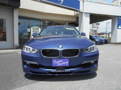 足元に余裕のある助手席にも同様のシートが装着され、ヘッドレストの調整もより簡単になってます。室内が広くなっているので気にせず背もたれを倒せます!!