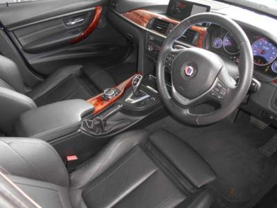 ツインターボ2979cc 直列6気筒エンジンは、5500〜6250rpmで最高出力410馬力を発生し、3000〜4000rpmで最大トルク600Nm(61.2kgm)。最高速305km/h、4.2秒で0-100km/h加速が可能。