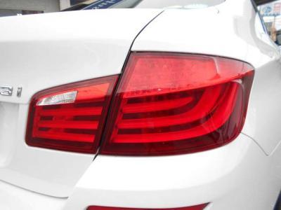 ダウンサイジング化された直列4気筒DOHCターボ エンジンは最大出力184ps/5000rpm、最大トルク27.5kg・m/1250-4500rpmを発揮。BMWの新ユニットとなる小排気量ターボの加速を満喫ください!!