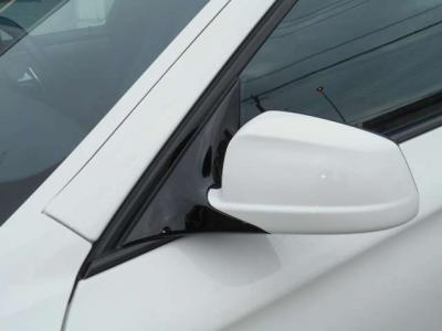 駐車が苦手な方には必需品とも言えるバックモニターも装備されてます。PDCとのセットで後方視界はバッチリです!!