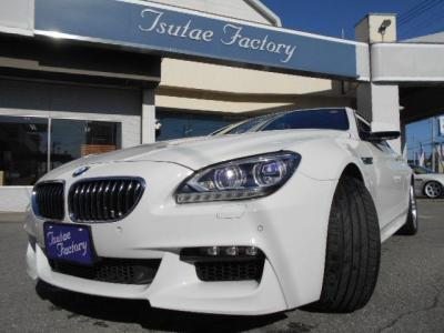 クーペでは、BMWとして初めてとなるアダプティブLEDヘッドライトが採用されました。イカリング、ハイビーム、ロービーム、ウィンカー、サイド・マーカー、コーナリング・ライトすべてがLEDとなっています!