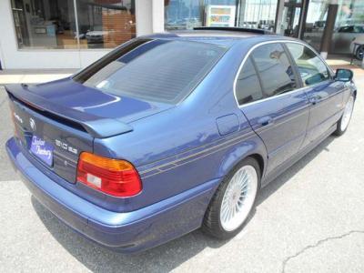 BMW5シリーズの余裕ある運転席にアルピナイムズの高級感がプラスされた運転席は座っただけでワクワク感が止まりません。