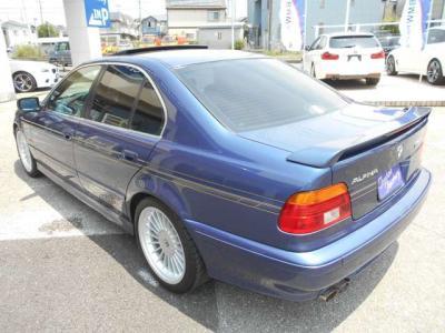 助手席は足元空間が更に広がり長時間ドライブでもゆったりくつろげる空間が広がってます。前席パワーシートに加え冬場に大活躍のシートヒーターも装備!!