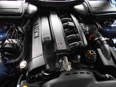 室内ルーフにはアルピナ職人の誇りとも言えるプロダクションプレート。