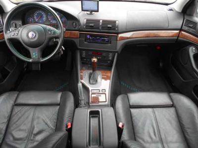 ALPINA Classicの18インチアルミホイールはキズ補修修正を行っておりますので非常に綺麗な状態です!!タイヤの溝は5〜6分山程残っておりますので、まだまだ走行できます!!