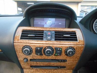 左右独立で温度調節可能なオートエアコンに純正CD/MDデッキ