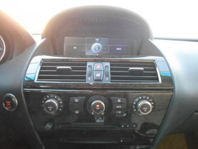 左右独立で温度調節可能なオートエアコンに純正CD/MDデッキエアコンの細かい風量調節はiDriveでコントロールします!