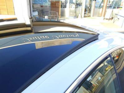 大型のガラスサンルーフはチルトのみ開閉が可能になっています!!天気の良い日に開けて走れば開放感がありとても気持ちよくドライブが出来ます!!
