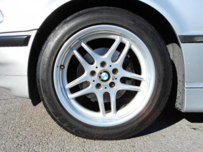 足元には純正Mパラレルスポークの18インチホイールにTOYOタイヤが履かれいます!!タイヤの溝もまだまだありますよ!!