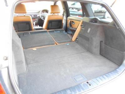 後席シートを倒せばゴルフバックを縦に3つ積むこともできます。*早期予約特典プレゼント