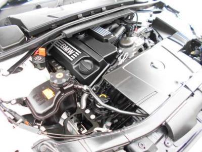 搭載されるN46の直列4気筒DOHCエンジンは最大156ps/6400rpm、20.4kg・m/3600rpm(カタログ値)を発揮します。