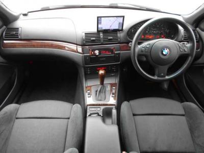 間口も広く必要十分なトランクスペースは440Lの容量を確保しています。分割可倒式の後部座席を倒せばゴルフバックや釣り竿など、更に多くの荷物を収容できます!