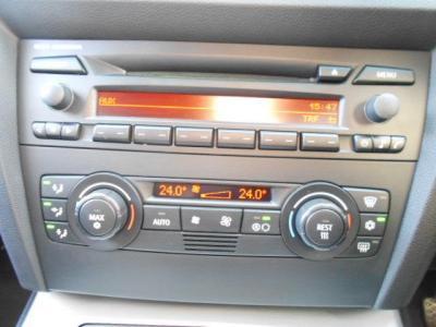 左右独立で温度調整可能なオートエアコンにCDデッキ。