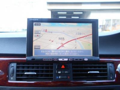 CD/DVD、フルセグTV付の社外HDDナビを綺麗に装着されています。PDCにプラスして駐車時に便利なバックカメラも装備!!
