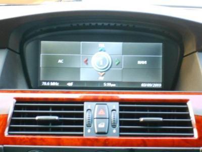 i-Drive+HDDナビゲーション。このモニターで車両情報やエアコンの各部強弱などを映し出されます!