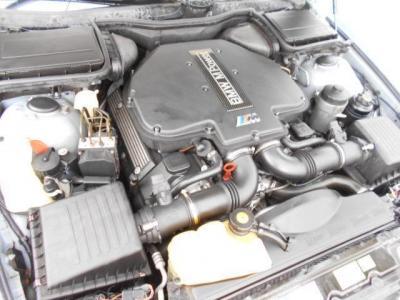 4.9リッターV型8気筒エンジン搭載のこの車両は、MAX出力400ps/6,600rpm MAXトルク51.0kg/3,800rpmという驚異的なパワーを誇っています。