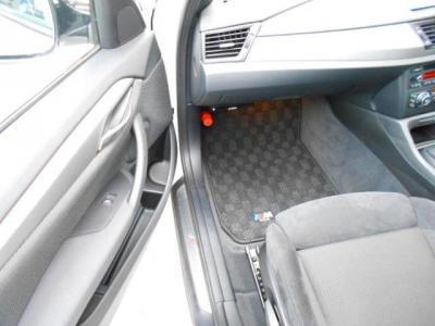 足元ゆったりの助手席にも運転席同様のスポーツシートが装備され、使用感もあまりなく綺麗な状態です!