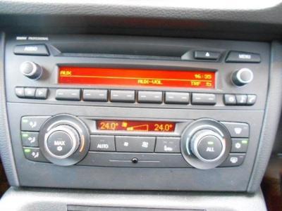 左右独立で温度調整可能なオートエアコンに自然な音質の純正CDデッキを装備。オートエアコンは左右独立で温度設定が可能、同乗者への配慮も怠りません。