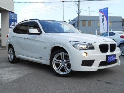 BMWのプレミアムコンパクトSAV。BMWではSUVではなくSAVという呼称。Aはアクティビティ。つまり、荷物をたくさん積んで悪路を走るというより、軽快に都市を走ろうというひとに、よりふさわしい位置づけなのです。