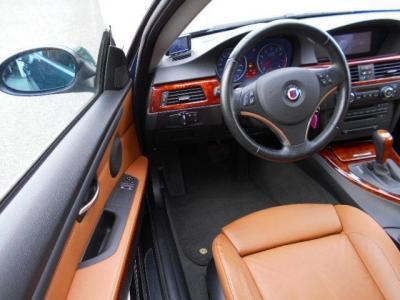 流石クーペと言わんばかりの余裕のある運転席はホールド性の高い高級ダコタレザーの電動シート。メモリー機能に加えサイドサポート調整機能も備えています!