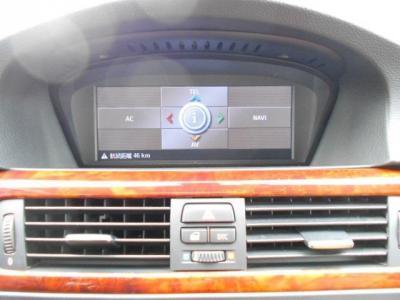 iDriveに2画面表示対応純正ワイドモニター、HDDナビを搭載しているので初めての土地でも安心。最初は使いにくく思うかもしれませんが、納車時にスタッフが操作方法を丁寧に教えます!!