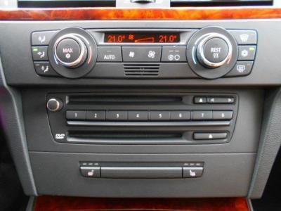純正CDデッキは長時間聞いても疲れない上質なサウンドを奏で、左右独立で温度調整可能なオートエアコンにはMAXエアコン機能も付いています!