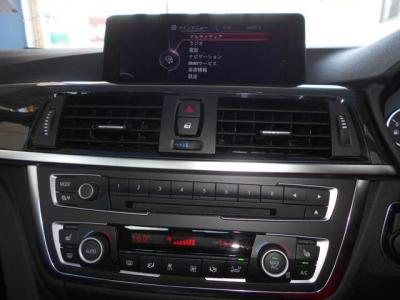 左右独立で温度調整可能なオートエアコンに、CD/DVDプレーヤーにiDrive内蔵のミュージックサーバーとロングドライブでも飽きさせません!!