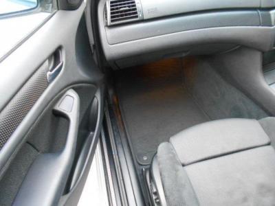 助手席は足元ゆったりで男性が座っても頭上空間に余裕があり、運転席と同様のスポーツシートが体をしっかりホールドしてくれますよ!