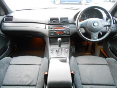 運転席、助手席を合わせた6エアバックとABS、ASC(アクティブ・スタビリティ・コントロール)で安全対策もバッチリ!!前モデルのE36には標準装備で無かった、前席用のカップホルダーが付いています