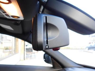 オートワイパー、オートライトを装備。ミラー一体型の純正ETCももちろん装備され高速道路の乗り降りも楽々。カードは見えにくいのでセキュリティ面でも安心です。