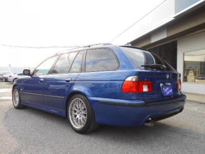 BMWのミドルレンジを担う5シリーズの4代目高級スポーティモデル。★ご購入後のメンテナンスも元BMW正規ディーラーメカニック多数在籍の「つたえファクトリーに」お任せ下さい!「http://tsutae-factory.com」