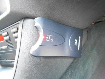 高速道路の必需品ETCは運転席側のセンターコンソールの内側に取り付けられています!