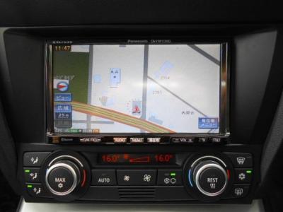 非常に操作しやすいパナソニック・ストラーダの2DINナビが装着されています!地デジとバックカメラも付いています!