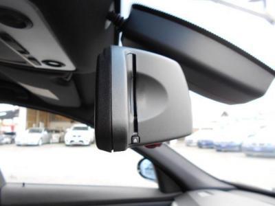 ミラーと一体型の純正ETCは統一感バッチリです!!フロントガラスにはレインセンサーが内蔵されており、オートワイパー機能を標準装備しています!!