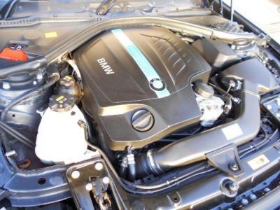 3リッター・ターボエンジン+モーターの組み合わせで、エンジンのみ最高306PSを発するエンジンに、55PSに相当する出力を発する電気モーターを組み合わせ、加速力アップ!燃費も向上し335i比で最大25%UPしています!