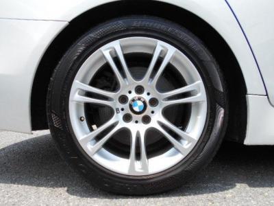 純正18インチMダブルスポークホイール!タイヤはまだまだ走行可能なブリヂストンのレグノが装着されています!!