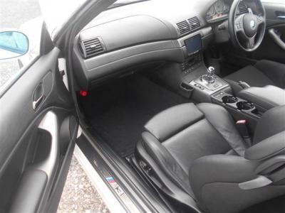 使用感の少ないパッセンジャーシートは足元ゆったりで標準レザーのパワーシートでシートヒーターも使用可能です!
