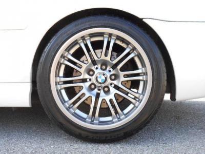 E46M3純正18インチのアルミが装着されています!ガリキズ1つない綺麗な状態です!タイヤもまだ換えたばかりで溝もまだまだあります!