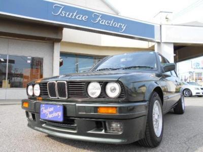 オリジナルカラーリングの昭和レトロな雰囲気をかもし出すE30 320i 2ドアセダン 右ハンドルです。☆キャンペーン情報掲載中 http://tsutae-factory.com/