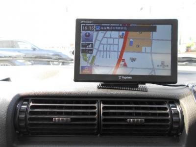 ユピテルのポータブルナビが装着されています!高速道路を使ったロングドライブも下道でも迷うことはありません。高速道路で運転するとE30型の造りの良さが本当に体感できます!!