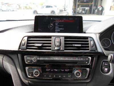 モニターは大きくとても見やすいですが視界の邪魔になるようなことはありません。iDriveにはナビだけでなく車輌情報のモニタリングなどさまざまな機能が備わっています!