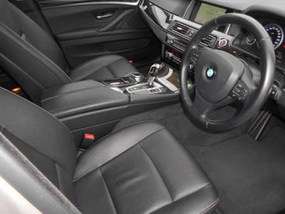 操作し易くなった2世代型iDrive、見やすくなった純正HDDナビにはミュージックサバ—機能も搭載されているのでお気に入りの音楽ライブラリに登録できます。さらに、純正地デジも付いているのでテレビ視聴が可能です!