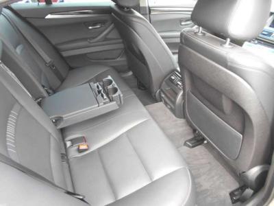トランクは荷物がたっぷり積める520L、開口部も広いので荷物の出し入れが楽に行えます。