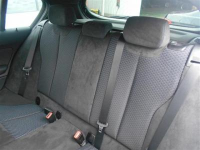 後席にも前席同様ヘキサゴンクロスとアルカンターラのコンビネーションシート、先代にくらべボディサイズが拡張されている為後席にもゆとりがあります!ISOFIX式チャイルドシート対応!