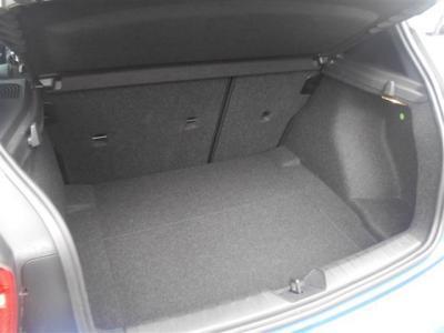 ボディ拡張に伴い荷室容量もアップ。360Lの容量は普段使いに困らないサイズです!トランクを開けてみると意外な広さに驚かれるかもしれません。