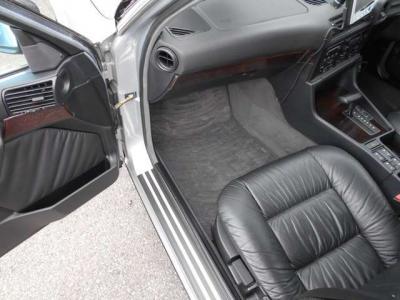 助手席はさらに広い空間を確保しており、運転席同様パワーシートにシートヒーター完備!