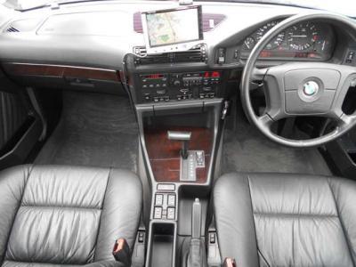 """黒を基調としたシートやパネルにこれまた高級感のあるウッドパネルが相まって""""ザ・大人の車""""という感じです!★各種キャンペーン&ブログ情報配信中!「http://tsutae-factory.com」"""