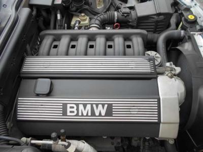 2,000cc直列6気筒DOHCエンジン。2,000でNAと聞くと非力感があるかもしれませんが、最高出力は150ps!十分なパワーがあります!BMWの6気筒エンジンはその吹けあがりの良さなどからシルキーシックスと呼ばれ定評が